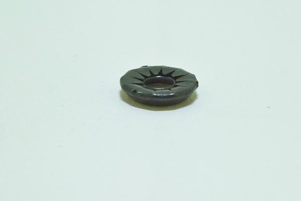 KV80b Rosette Stoffschutzscheibe für 4 mm Schrauben messing vernickelt