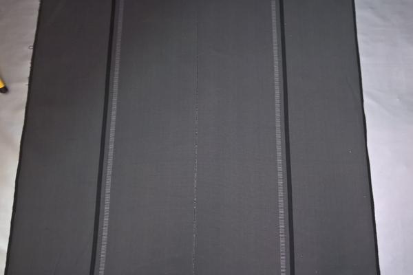 REC111 Recaro Stoff Anthrazit, Flachgewebe mit schwarzen + grauen Streifen, Perforation in der Mitte