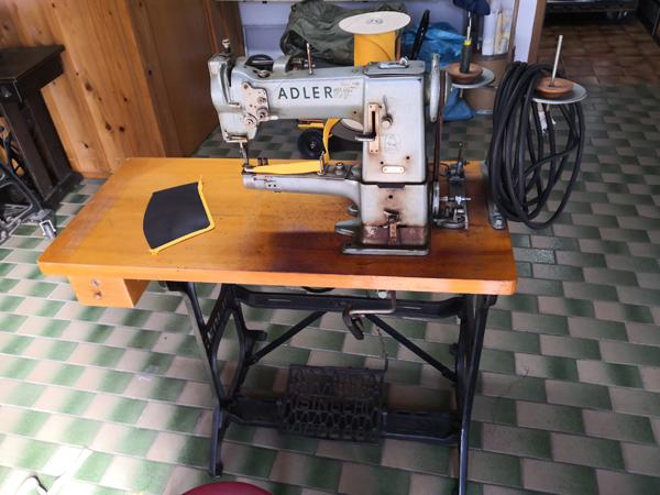 Adler 69 - 572 Nähmaschine Einfassmaschine